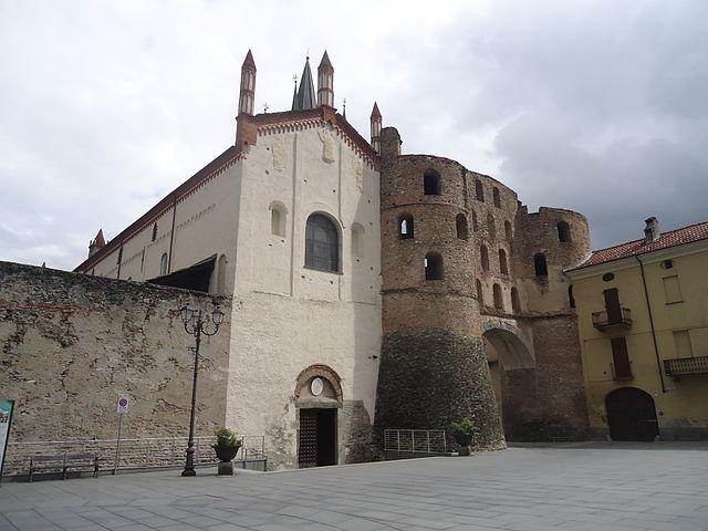 640px-Susa_TO_Cattedrale_San_Giusto_e_Porta_Savoia